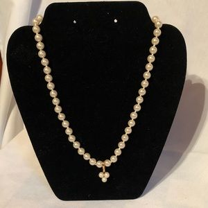 Jewelry - 🔥 Classy faux pearl necklace. NWT.